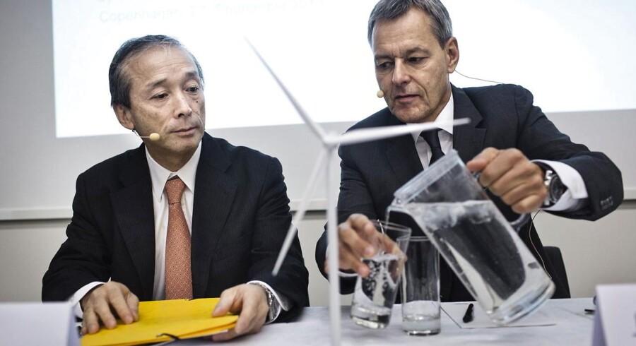 Hvem kommer til at bestemme i det lange løb, spørger foreningen af små Vestas-aktionærer. Til venstre er det Jin Kato fra Mitsubishi og til højre Jens Tommerup fra Vestas - henholdsvis formand og direktør for det kommende joint venture.