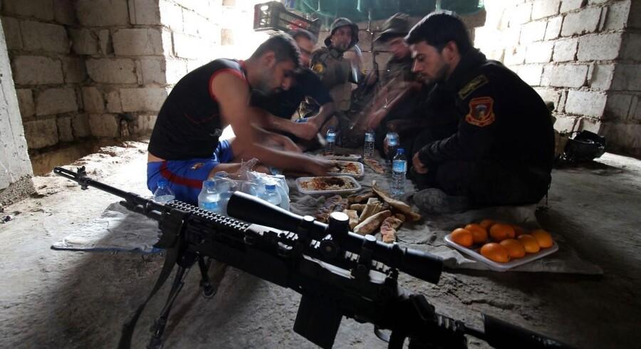 Irak har styrker nok til at tage livet af Islamisk Stat, hvis de virkelig ville. Men det vil de simpelthen ikke,« siger dansk officer til Information.