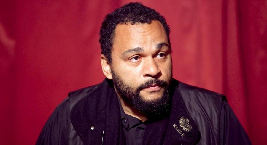 Den kontroversielle franske komiker Dieudonné er blevet anholdt efter en opdatering på Facebook.