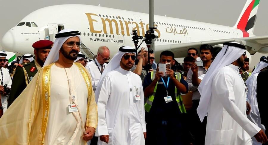 Dubais leder Sheikh Mohammed Bin Rashid al-Maktoum (tv) ved Dubai Airshow.