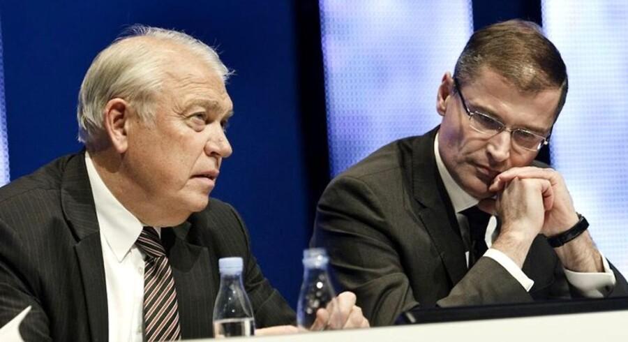 Vestas' bestyrelsesformand Bent Erik Carlsen og koncerndirektør Ditlev Engel - den første går selv, den anden sidder ifølge iagttagere usikkert i sædet.