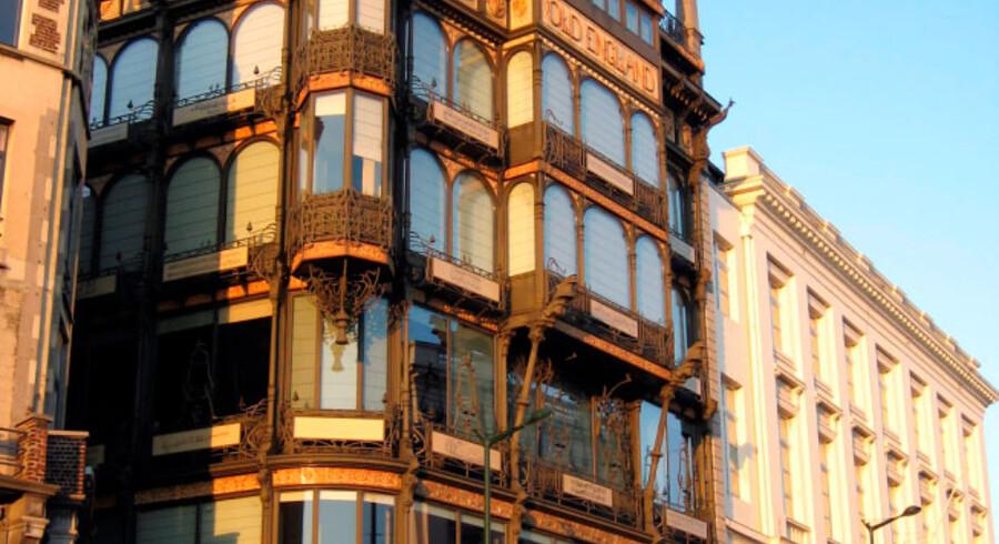 Bruxelles er et sandt overflødighedshorn af den krummelurede dekorative stil, hvor sten, glas og metal snor sig ind og ud af hinanden på smukkeste vis.