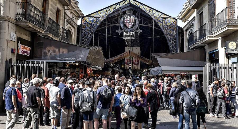 Hvis man ikke har tid til at gøre sine indkøb på lokale markeder på sin ferie - som her på det store La Boqueria i Barcelona - kan man nu få varerne leveret direkte til sin feriebolig i stedet.