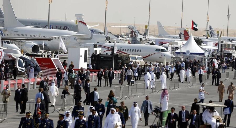 Fra den 17. november til den 21. november danner Dubai i de Forenede Arabiske Emirater ramme for Dubai Airshow, hvor flyindustrien viser de nyeste og bedst sælgende flyvemaskiner frem. De Golf-baserede flyselskaber er blevet vigtigere og vigtigere for producenterne. Allerede på førstedagen solgte Boeing og Airbus fly for over 140 mia. dollars.