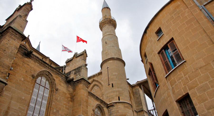 Selvom Cypern stadig er opdelt i en græsk og en tyrkisk side, er stemningen mellem de to befolkningsgrupper langt bedre end hidtil.