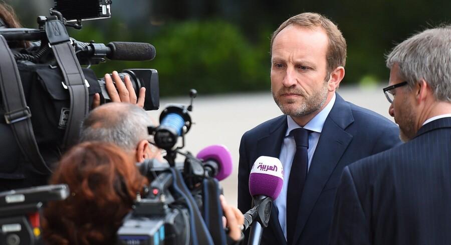 Udenrigsminister Martin Lidegaard talte med pressen ved ankomsten til EU-udenrigsmøde i Luxembourg i går. »Det bliver meget, meget svært at få en aftale i Paris, hvis ikke EU er klar til at melde ud, hvad man vil. Det er 2015 lige om lidt,« siger han til Berlingske Business. Foto: Emmanuel Dunand/AFP