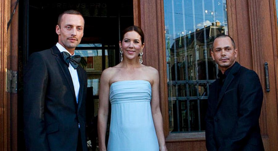 Prisuddelingens æresgæst, Kronprinsesse Mary, sammen med Kim Grenaa og Uffe Buchard, der er kreative direktører i Style Counsil, der stod bag aftenens arrangement.