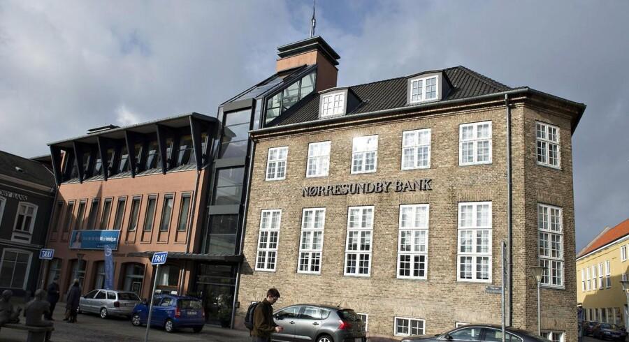 Den nordjyske bankgigant Spar Nord og den noget mindre Nordjyske Bank sværmer omkring Nørresundby Bank.