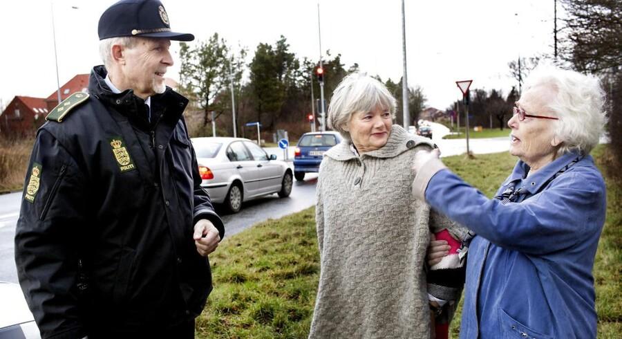 Helle Odér fik under en tur med sin 90-årige mor en bøde samt et klip i kørekortet, da hun blev fanget i en af politiets fotofælder. Sammen med Kim Bruun, der er leder af færdselsafdelingen ved Nordsjællands Politi, vendte hun og moderen tilbage til åstedet for at få en vurdering af, om det er rimeligt, at man kun må køre 50 km i timen på stedet.