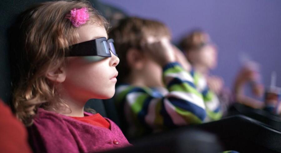 Børns øjne er ikke udviklet endnu, før de er over 13 år, og derfor børn de yngste slet ikke se film og spille spil i 3D, fordi det kan forstyrre øjnenes udvikling, siger de franske myndigheder. Arkivfoto: Iris/Scanpix