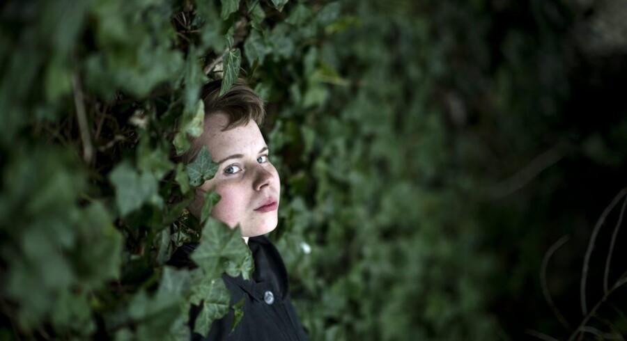 19 årige Ninette Larsen debuterer med en digtsamling. Fotograferet d. 25 marts 2014