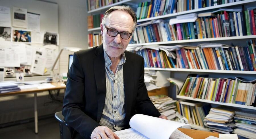 Professor Flemming Ibsen, Aalborg Universitet, ser lange udsigter for, fald i ledigheden hos nyuddannede akademikere. Det kræver at, der for alvor kommer vækst i den private sektor, mener han.