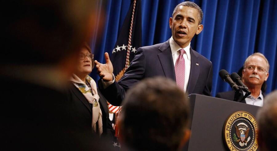 """Med millionærer og deres assistenter bag sig præsenterede USAs præsident, Barack Obama, i april """"Buffett-reglen"""" efter mangemilliardær Warren Buffett. Tiltaget skal sikre, at de rigeste amerikanere betaler mindst 30 procent i skat. Buffett var den, der første gang brugte udtrykket """"økonomisk atomkrig"""" om det, der foregår lige nu."""