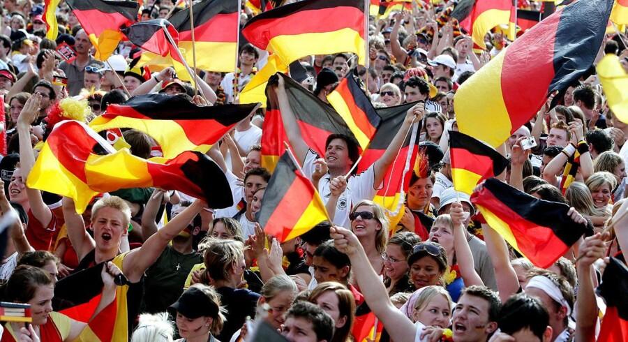 Glade fans efter VM-kampen i 2006, hvor det tyske fodboldlandshold slog Ecuador 3-0. Foto: Thomas Kiehl