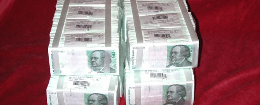 Norges Bank ventes at sænke renten markant i dag.