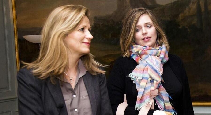 Formand for Trykkefrihedsselskabet, Katrine Winkel Holm (th) og søsteren og DF-politikeren Marie Krarup (tv)