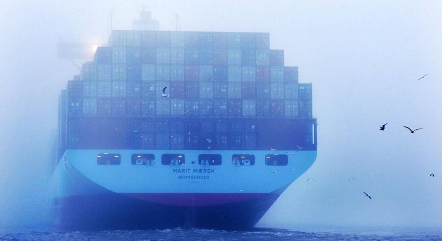 Det koster kunderne i Maersk Line et ekstragebyr, at rederiet må bruge ekstrasummer på at sikre sig mod piratangreb.