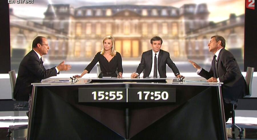 Det blev både højrøstet og til tider personligt, da de to franske præsidentkandidater Francois Hollande og Nicolas Sarkozy tørnede sammen i den første, sidste og afgørende TV-duel onsdag aften.
