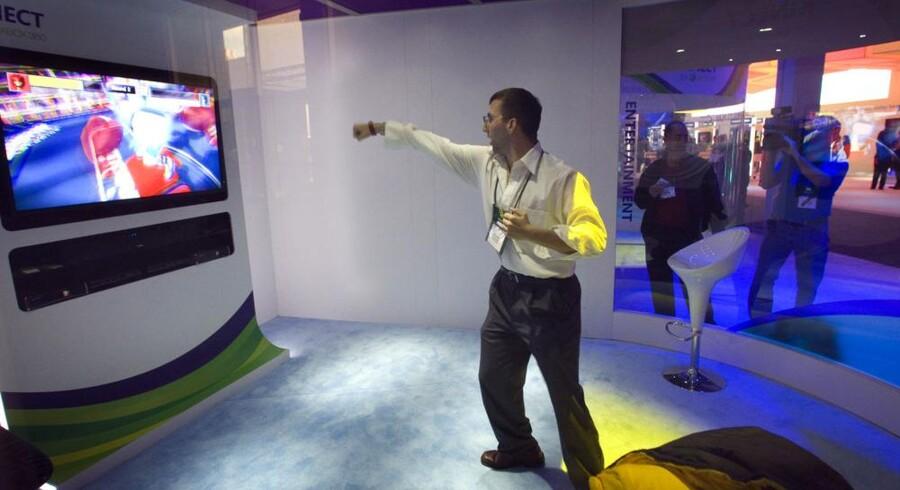 Microsofts Kinect-system har solgt godt i julen. Med det kan man spille spil uden særligt ekstraudstyr men ved udelukkende at bruge kroppen. Arkivfoto: Steve Marcus, Reuters/Scanpix