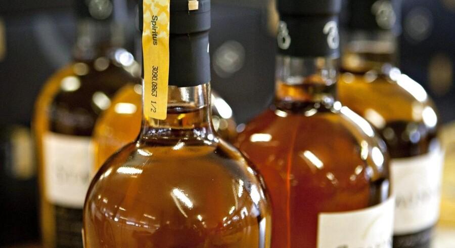 Fundet af whisky med et stort indhold af propylenglycol får nu de danske fødevaremyndigheder til at advarer mod at drikke en bestemt canadisk whisky.