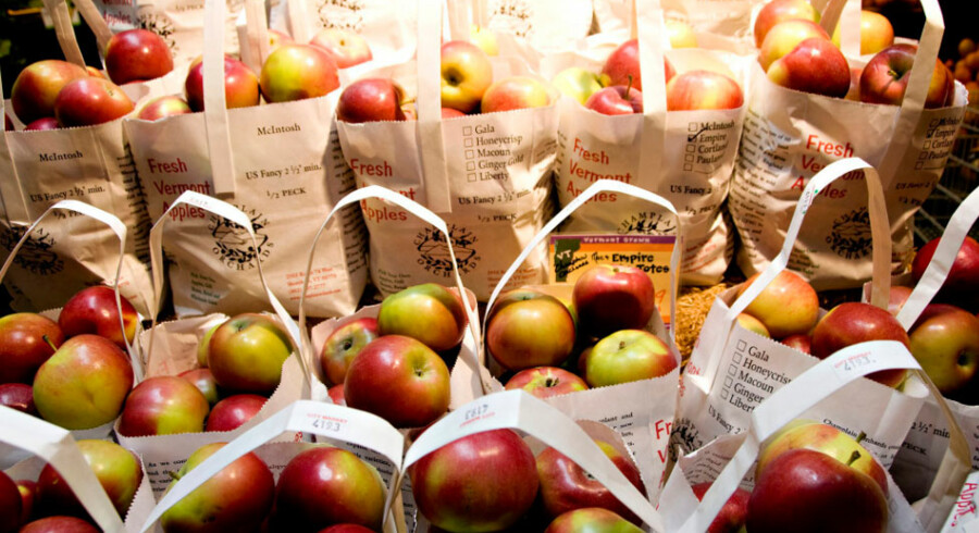 Bod med æblesaft, æbler, cider og sirup.