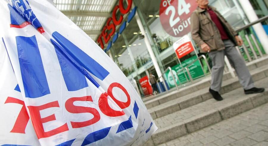 Tesco har erobret andenpladsen på ranglisten over verdens største detailkæder.