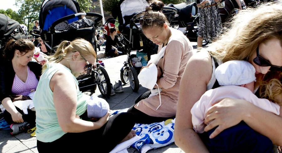 Arkivfoto: Kvinder på Rådhuspladsen i København under demonstrationen 'Det er bare bryster' mandag d. 17. juni 2013.