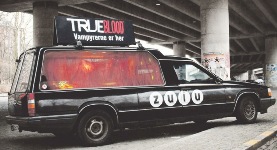 I Zulu-serien »True Blood« lever vampyrer blandt mennesker, og hvordan ville vampyrerne så opføre sig, hvis det var virkeligt, spurgte Zulus markedstingsfolk sig selv, da de skulle lave en kampagne for serien. Vampyrerne ville blandt andet holde fest i en ligvogn, blev resultatet.