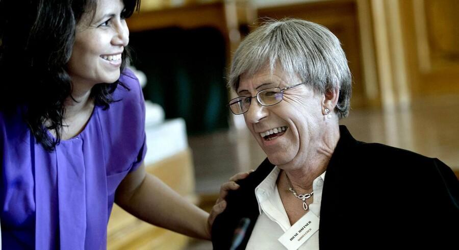 Arkivfoto: Irene Haffner fra Foreningen af Transkønnede I Danmark taler med SFs Özlem Cekic under et møde på Christiansborg, hvor transkønnede diskuterede kønsskifte.