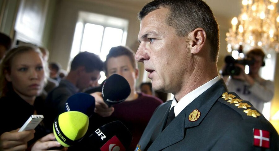 Forsvarschef Peter Bartram har indstillet fem kaserner til lukning i forbindelse med besparelser på forsvarsbudgettet, oplyser TV2 News.
