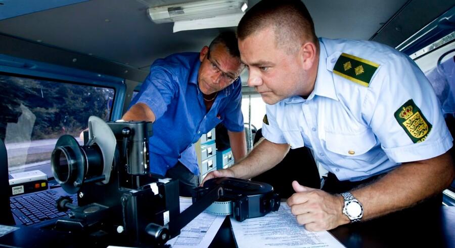 Et nyt system til automatisk fartkontrol skulle være udviklet, men firmaet bag udstyret har dumpet Rigspolitiets kundetest. Derfor lader en ny løsning vente på sig. Foto: Johan Gadegaard