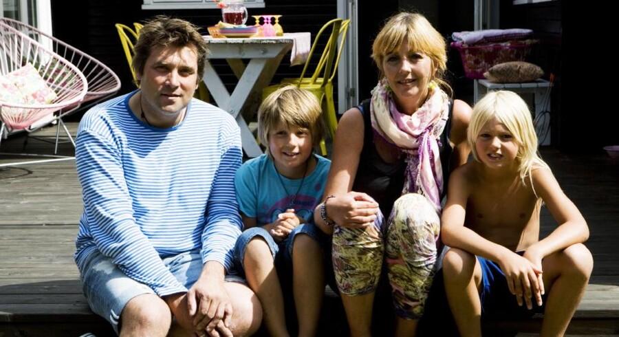 Connie Winberg Sørensen, hendes mand Jan Winberg Sørensen sammen med sønnen Sylvester på 10 år og hans legekammerat Tristan.