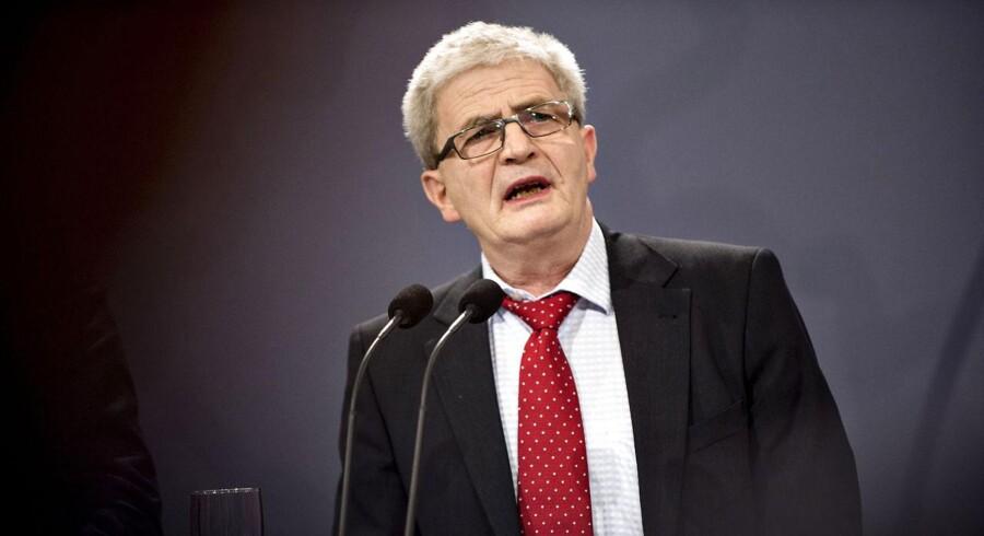 Små restancer vil fremover ikke skulle forsinke udbetalingen af restskat, fremhæver skatteminister Holger K. Nielsen (SF)