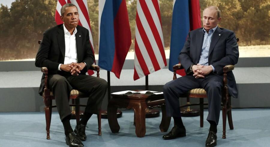 Allerede ved det seneste G8-topmøde i sommer i Lough Erne i Storbritannien var stemningen mellem Vesten og Rusland trykket. Nu er Rusland suspenderet fra det gode selskab, meddeler den franske udenrigsminister.