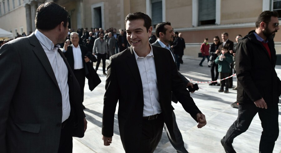 Det venstresocialistiske parti Syriza, med Alexis Tsipras i spidsen (billedet), er storfavorit til at vinde det lynvalg, som Grækenlands premierminister, den konservative Antonis Samaras, i går modvilligt måtte udskrive.