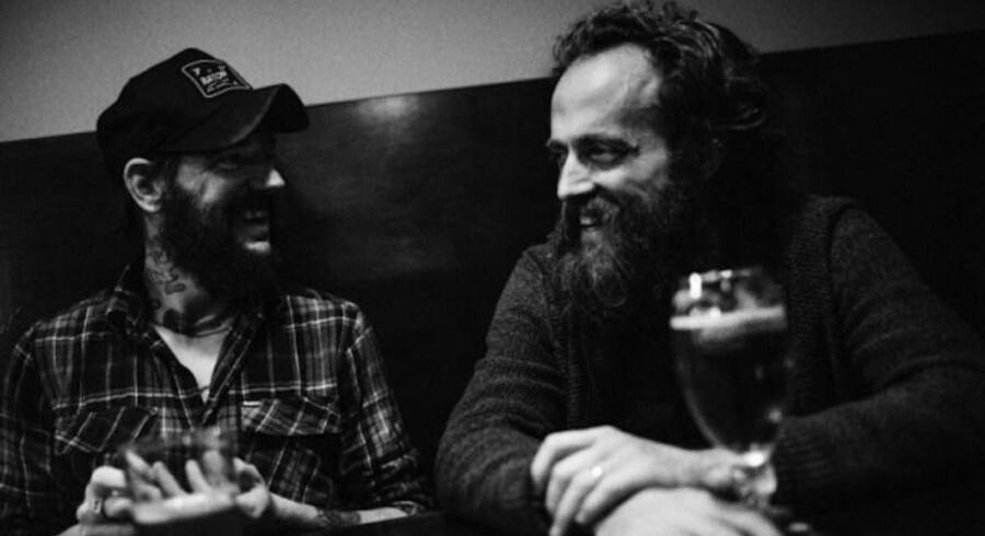 Ben Bridwell og Sam Beam har udvekslet favoritsange og er kommet frem til en fælles forståelse af, hvilke der skulle med på deres album »Sing Into My Mouth«.