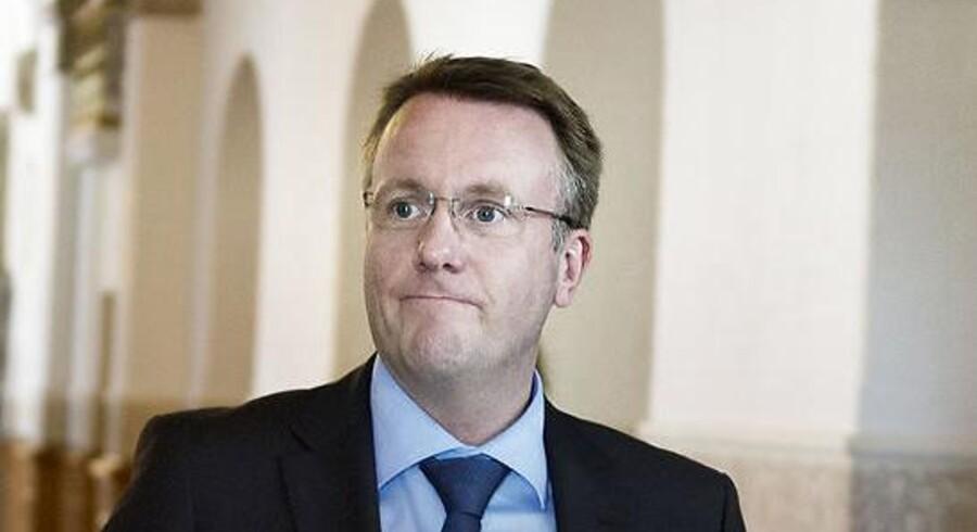 Daværende justitsminister Morten Bødskov sendte i løbet af 19. november sidste år hele tre versioner af sin redegørelse om retsudvalgets aflyste besøg på Christiania 29. februar 2012 til Statsministeriets departementschef, Christian Kettel Thomsen.