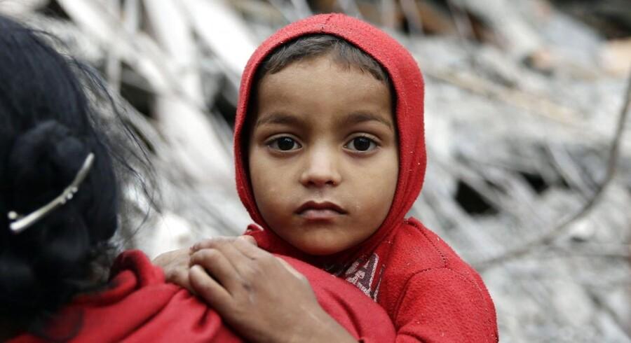 En million børn blev hårdt ramt af skælv. Dødstallet i Nepal er steget til over 3.200 og antallet af kvæstede er på mindst 6538. (Foto: NARENDRA SHRESTHA/Scanpix 2015)