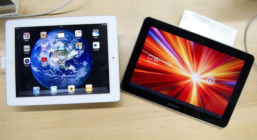 Apples iPad (til venstre) er ikke blevet kopieret af Samsung til Galaxy Tab (til højre), fastslår tysk domstol. Arkivfoto: Scanpix
