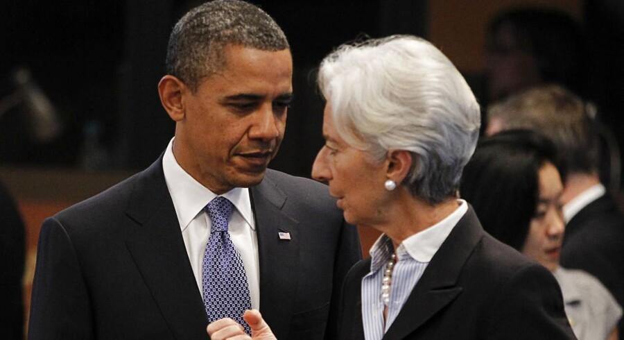 Chefen for den Internationale Valutafond, IMF, Christine Legarde, var tilfreds med, at aftalen kom i hus og sagde efterfølgende, at Kongressen »har taget et vigtigt og nødvendigt skridt« mod at afslutte den delvise lukning af den føderale regering og hæve gældsloftet. Her se hun på et arkivfoto med præsident Barack Obama.