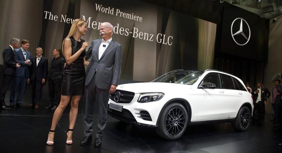 Selskabsmæssigt fik bilaktierne som gruppe de største klø. Det gjaldt blandt andre de to tyske producenter Daimler og BMW, der begge er eksponeret mod Kina. Daimler-aktien faldt 2,5 pct. til 79,80 euro, mens BMW-aktien lukkede 1,9 pct. lavere i 89,02 euro.