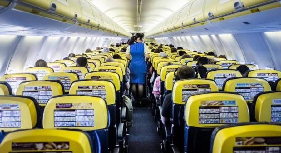 Stewardesserne tjente en stor del af deres løn som provision ved salg på flyet.