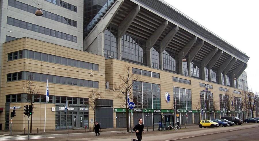 Parken Sport & Entertainment, der blandt andet står bag fodboldholdet FC København, kom ud af første kvartal af 2013 med et underskud på 17,5 mio. kr. før skat mod et minus på 37,3 mio. kr. på samme post sidste år.