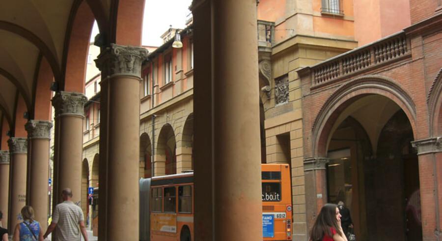 Fra toppen af Torre degli Asinelli, 97 meter over gadeplan, får man et spektakulært vue udover Bologna la Rossa – Bologna den Røde.