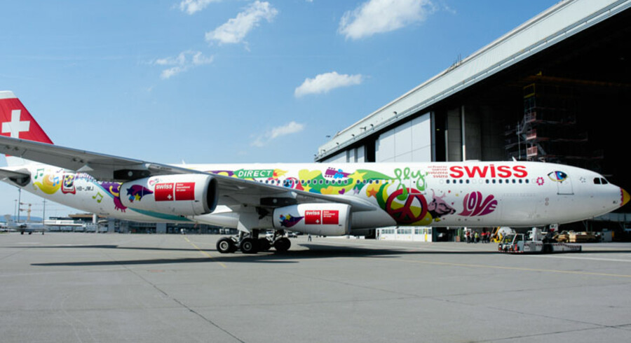 Her har Boeing 340-flyet fået hippiemotiver på.