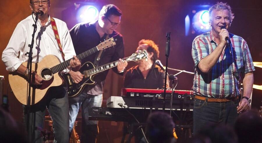 Shu-bi-dua med Michael Hardinger (t.v) og forsanger Michael Bundesen (th) er samlet for første gang i årevis tirsdag aften d.18.maj 2010 i Nordisk Films storte studie.