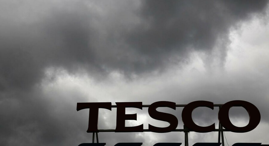 Formanden for den britiske supermarkedskæde Tesco, Richard Broadbent, vil overveje om han skal fortsætte, når en undersøgelse af selskabets regnskabspraksis er tilendebragt. Det oplyser folk med kendskab til situationen ifølge Wall Street Journal.