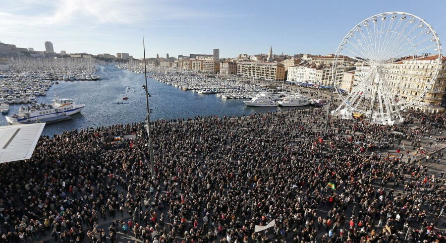Mere end 700.000 mennesker i hele Frankrig har lørdag marcheret som hyldest til de 17 mennesker, der har mistet livet i de sidste dages terrorangreb. Klik videre i billedserien for at se optogene i de forskellige franske byer.