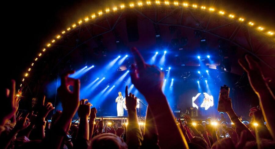 ARKIVFOTO. Rihanna underholdte en pakket Orange Scene på Roskilde Festival, fredag d. 5. juli 2013. Festivalens partout-billetter er udsolgt for 2014.