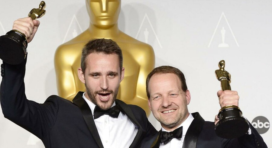 Anders Walter og Kim Magnusson stråler om kap med deres nye Oscar-statuetter.